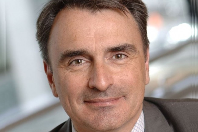 Alors que l'opérateur SFR est engagé dans une restructuration, il annonce le départ de son directeur général Michel Paulin en poste depuis un an et 9 mois. (crédit : D.R.)