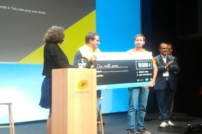 Stéphane Leroy, de l'équipe Criteo (en orange avec son chèque), remporte le 1er Prix du concours Meilleur Dev de France 2017. (crédit : D.F.)