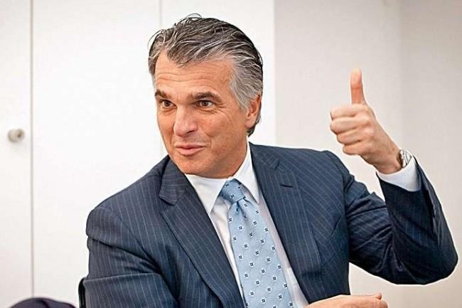 Sergio Ermotti, PDG d'UBS, pense réduire d'un tiers sa masse salariale   « grâce » aux nouvelles technologies.