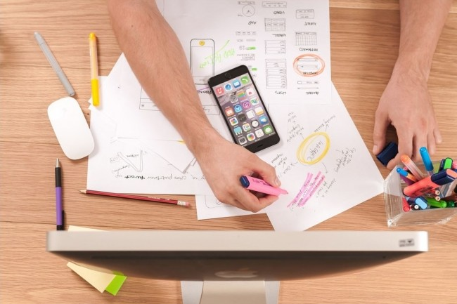 La formation dispensée par la 3W Academy est consacrée à la réalisation d'applications mobiles sous iOS. (crédit. Firmbee/Pixabay )