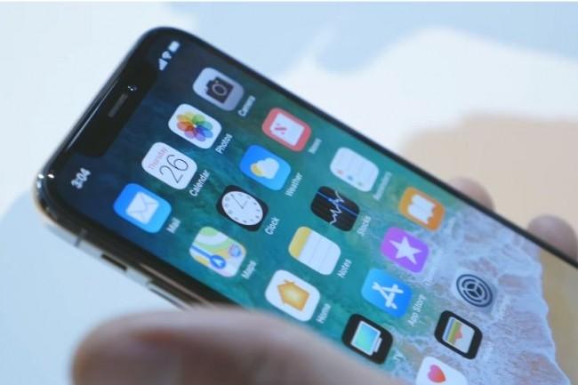 L'iPhone X surprend aussi bien par ses capacités qu'un prix de vente jamais pratiqué pour un smartphone. (crédit : Soldier Knows Best)