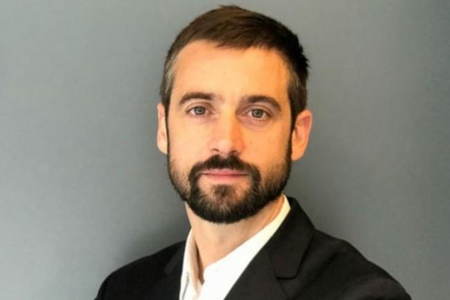 CDO et directeur des activités digitales des offres mobiles de SFR, Loïc Davrinche passe chez TUI France. (crédit : D.R.)