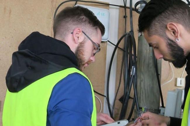 L'école des plombiers du numérique est un projet de formation à la fibre optique initié par Avenir Impala et l'association Ecole de la Deuxième Chance.  Crédit. D.R.