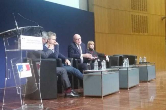 De gauche � droite : Godefroy de Bentzmann (Pr�sident du Syntec Num�rique), Gilles Babinet (Digital Champion de la France aupr�s de la Commission Europ�enne), Claude Molly-Mitton (animateur) et R�gine Diyani (directrice de l�AIFE). cr�dit : B.L.