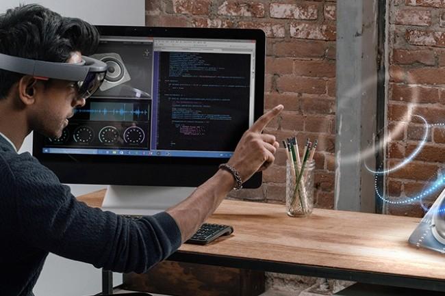 Microsoft, qui a bien compris que la réalité virtuelle n'avait pas d'avenir, mise sur la réalité augmentée avec son programme HoloLens . (Crédit photo : D.R.)