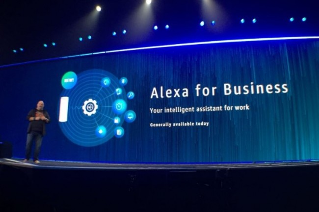 Werner Vogels, le CTO d'Amazon, a présenté Alexa for Business à re:Invent 2017 le 30 novembre à Las Vegas.(crédit : AWS)