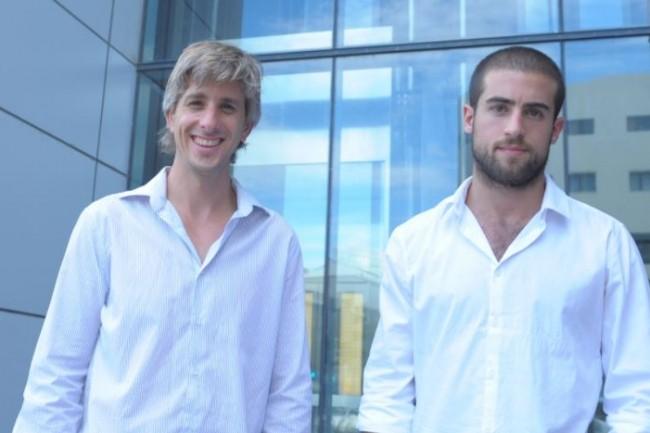 Nadav Shoval, CEO de Spot.IM (à droite) et Ishay Green, directeur technique et responsable R&D de Spot.IM, ont co-fondé cette entreprise en 2012. (crédit : D.R.)