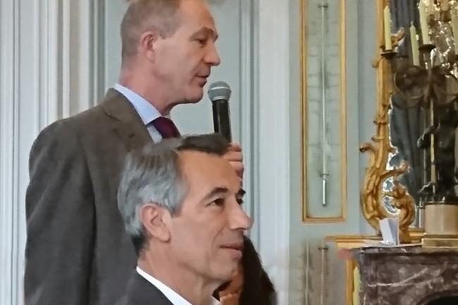 Godefroy de Bentzmann (au 1er plan), président de Syntec Numérique, et Laurent Baudart, délégué général du syndicat professionnel, ce matin à Paris. (crédit : LMI/NC)