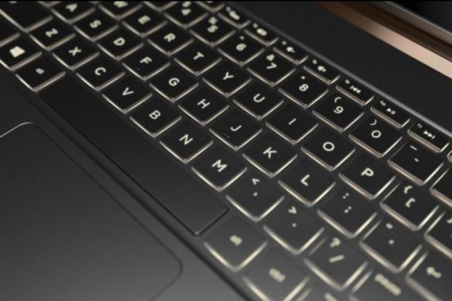Ou comment un anodin clavier d'ordinateur portable comme celui du Spectre 13.3 peut cacher un redoutable enregistreur de frappes. (crédit : Gordon Mah Ung / IDG)