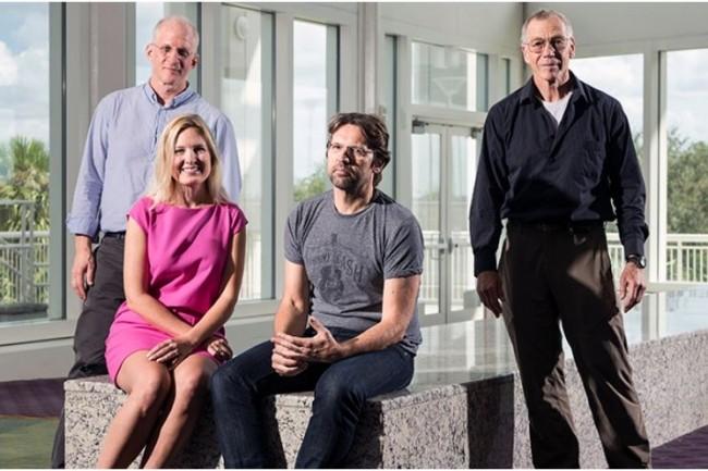 L'équipe de Microsoft dévolue au projet d'informatique quantique de Microsoft : de gauche à droite Charles Marcus, Krysta Svore, Leo Kouwenhoven et Michael Freedman.