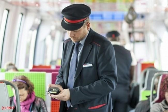 Les contrôleurs de la SNCF vont bénéficier de nouveaux terminaux mobiles à l'été 2018. (Crédit D.R.)