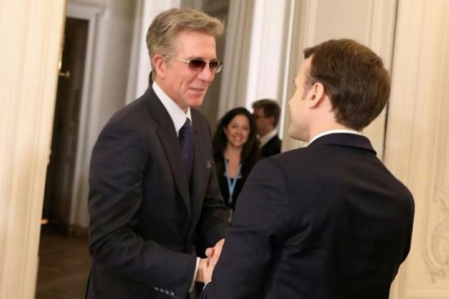 Bill McDermott, accueilli hier par le Président de la République Emmanuel Macron qui estime dans un tweet que les investissements de SAP vont accélérer l'écosystème numérique en France. (Crédit : Présidence de la République)