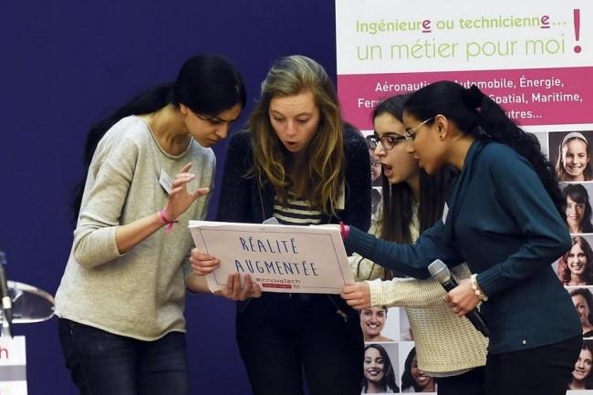 Les étudiantes de l'Ensea, de l'Esme Sudria et de l'EPF ont remporté la finale d'Innovatech 2016 dans la thématique réalité augmentée. (crédit : DHSimon)