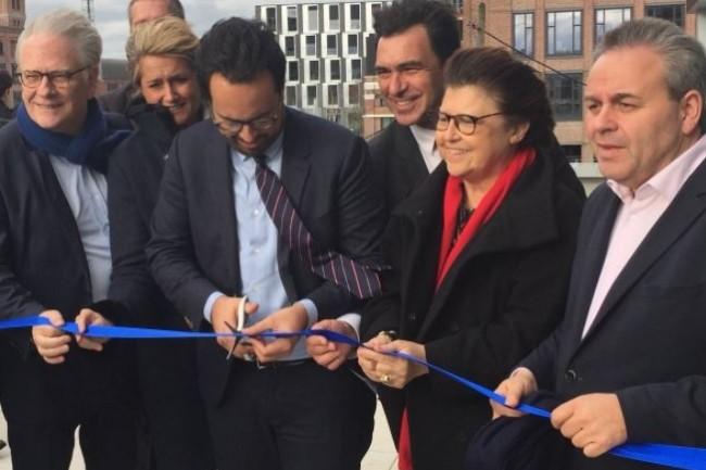 L'inauguration du SOC d'IBM � Lille s'est fait en pr�sence (de gauche � droite et au premier plan) de Pierre de Saintignon (ancien vice-pr�sident de la r�gion Nord-Pas-de-Calais), Mounir Mahjoubi (secr�taire d'Etat au Num�rique), Nicolas Sekkaki (pr�sident IBM France), Martine Aubry (Maire de Lille), Xavier Bertrand (pr�sident de la r�gion Hauts-de-France). cr�dit : D.R.