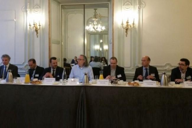De gauche à droite: Jean-Claude Bellando (Axway), Xavier Poisson Gouyou Beauchamps (HPE), Franck Lecaillon (Econocom), l'animateur, Sébastien Verger (Dell/EMC), François Baranger (T-Systems) et Adrien Pestel (Oxalide). crédit : B.L.