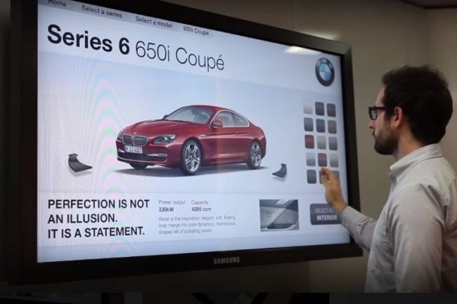 Les usages des solutions d'affichage dynamique d'Intuilab sont nombreux comme ici pour de la configuration de véhicules. (crédit : Intuilab)