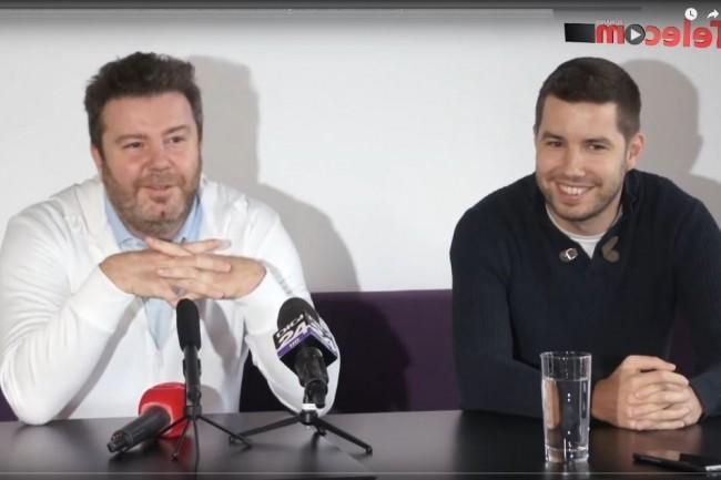 Daniel Dines et Marius Tirca, co-fondateurs de l'éditeur UiPath, présenté comme la 1ère licorne de Roumanie, lors d'une conférence de presse cette semaine. (Crédit : TelecomTV Romania)