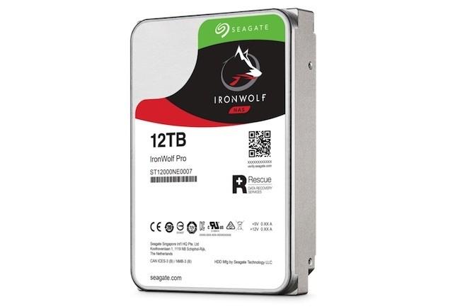Vendu 370€ HT, l'IronWolf 12 To Pro offre une capacité très intéressante pour équiper un NAS multi-drive. (Crédit Seagate)
