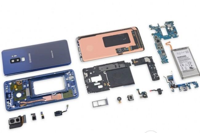 Le Galaxy S9 démonté par iFixit. (crédit : iFixit)