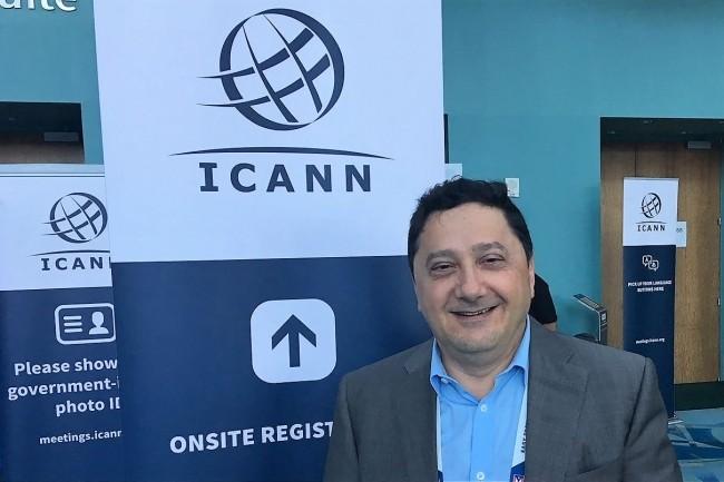 Sur la réunion publique Icann61, cette semaine à Porto Rico, Akram Atallah, président de la division des noms de domaine, se penche sur la mise en conformité du Whois avec le RGPD. (crédit : Akram Attalah)