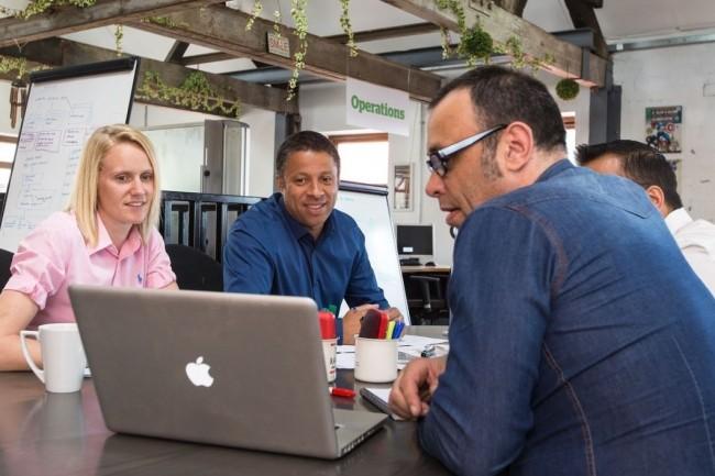 Les espaces de travail hybrides mêlent l'aspect communautaire des espaces de co-working avec les services (accueil téléphonique, salles de réunion...) proposés par les centres d'affaires. (crédit : D.R.)