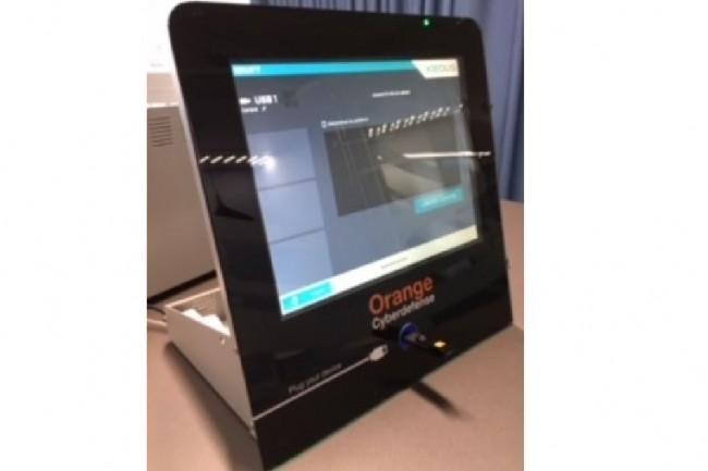 Les mini-bornes Malware Cleaner de désinfection de clés USB peuvent se placer facilement sur des bureaux. (crédit : Orange Cyberdefense)