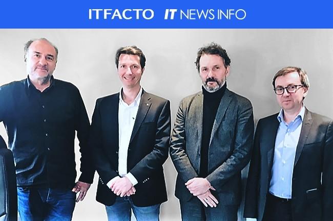 Passation de pouvoirs entre Adthink Media et ITfacto la semaine derni�re � Lyon, avec (de gauche � droite)�: Bertrand Gros et Sylvain Morel d�Adthink Media, Jean Royn� d�IT News Info et Nicolas Beaumont d�ITfacto. (Cr�dit J.R.)