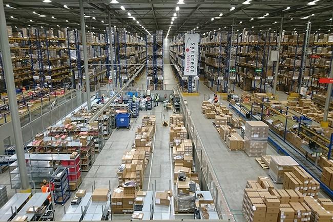 Sur une année, plus de 16 millions d'unités sont produites dans cette usine équipée par l'entreprise logistique Syncreon mais managée par Dell EMC Services. (Crédit : Nicolas Certes)
