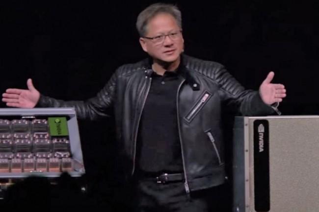 Jensen Huang, CEO de Nvidia, sur la scène de la  GTC 2018 à San José pour présenter le nouveau serveur Nvidia DGX-2 taillé pour le deep learning. (crédit : Nvidia)