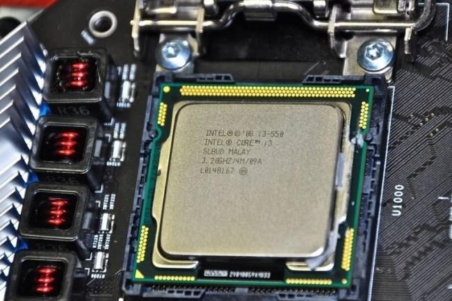 La présence de processeurs Intel, comme ici un Core i3 dans un iMac, pourrait être de l'histoire ancienne à partir de 2020. (crédit : iFixit)