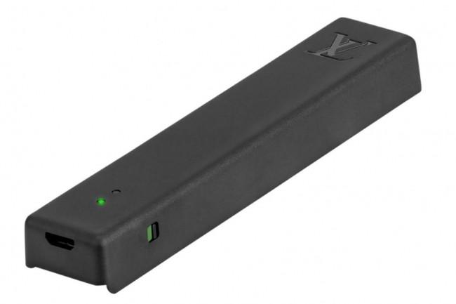 Le capteur à valises IoT de Sigfox est vendu en accessoire par Louis Vuitton 250 euros TTC pour ses valises Horizon 50, 55 et 70. (crédit : D.R.)