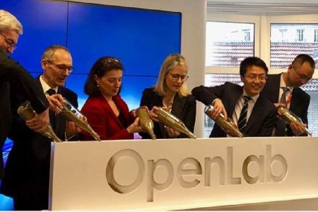 L'inauguration de l'OpenLab parisien créé par Huawei a été réalisé en présence d'officiels et de partenaires, dont OBS, le Groupe PSA et Thalès. (Crédit : D.R.)