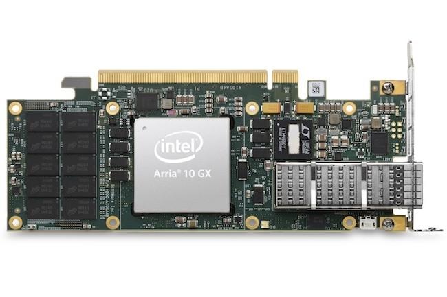 Encore gravé en 20 n, le circuit FPGA Arria 10 d'Intel vient équiper les serveurs de Dell et Fujitsu pour accélérer le traitements de tâches spécifiques. (Crédit Intel)