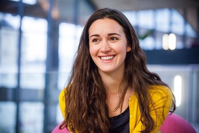 Roxanne Varza consacre sa carrière à la promotion des start-ups informatiques. Elle dirige aujourd'hui la Station F, incubateur fondé en 2015 par Xavier Niel. (Crédit : Alexia Perchant pour LMI)