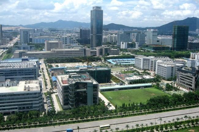 Les implantations industrielles � Schenzhen de ZTE, fabricant chinois de smartphones et d'�quipements de r�seaux pour les t�l�communications. (Cr�dit : Br�cke-Osteuropa)
