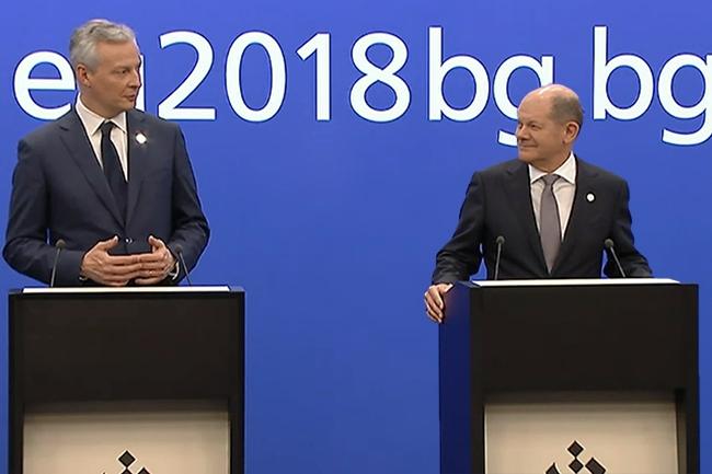 Malgré des échanges tendus entre les ministres des Finances européens, Bruno Le Maire et son homologue allemand, Olaf Scholz, ont donné ensemble une conférence de presse. (Crédit : Conseil européen)