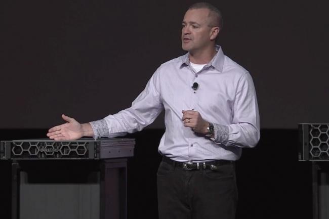 Sur Dell Technologies World, Jeff Clarke, vice chairman de Dell, responsable des produits et des opérations, a présenté les PowerEdge R840 et R940xa. (Crédit : Dell)