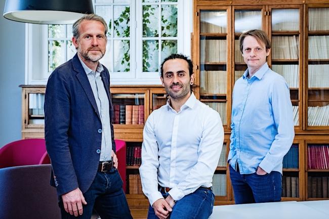 Florent Voignier (à droite sur la photo), PDG d'Indexima, co-fondateur de la société avec Emmanuel Dubois (à gauche), DG chargé du commerce et du marketing, et Nicolas Korchia (au centre), DG responsable des opérations. (Crédit : Indexima)