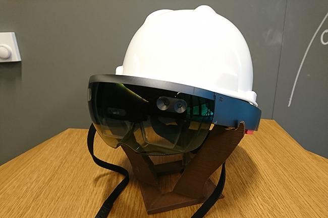 Les employés du secteur de l'industrie utilisent de plus en plus les objets connectés au quotidien. Que ce soit directement, avec des lunettes connectées, ou à travers des capteurs de mesure disposés un peu partout dans leur environnement de travail. (Crédit : Nicolas Certes)