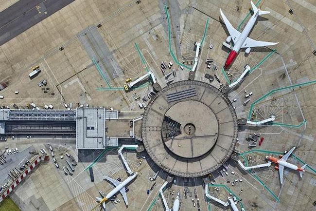 Gatwick est le deuxième aéroport international le plus fréquenté du Royaume-Uni, avec près de 34 millions de voyageurs qui y transitent en moyenne chaque année. (Crédit : Gatwick Airport)