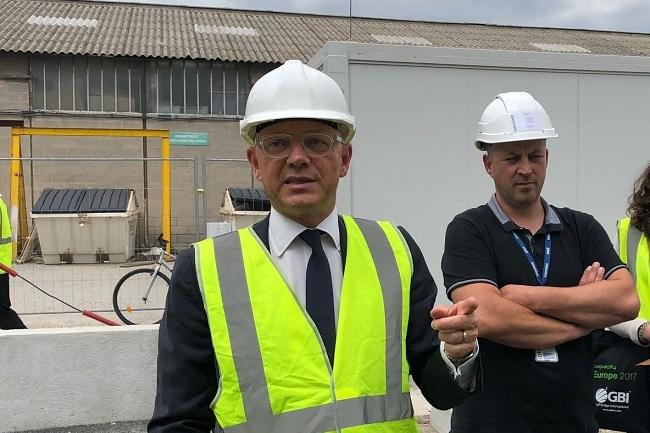 Avec ses 3 datacenters, dont un à venir, Interxion participe à l'édification de l'aéroport numérique marseillais, nous a expliqué Fabrice Coquio, directeur général d'Interxion France, ici avec David Ribeiro chef de chantier et futur responsable de MRS2 . (Crédit S.L.)