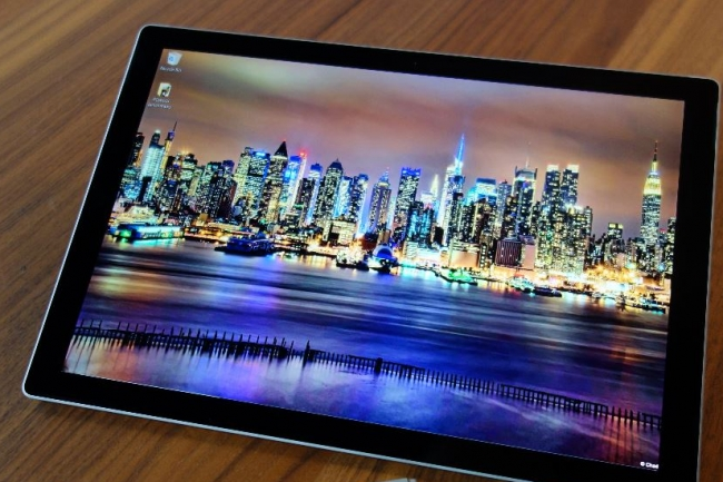 Microsoft propose déjà une tablette à son catalogue, la Surface Pro, mais celle-ci démarre à 949 €.  Crédit. D.R.