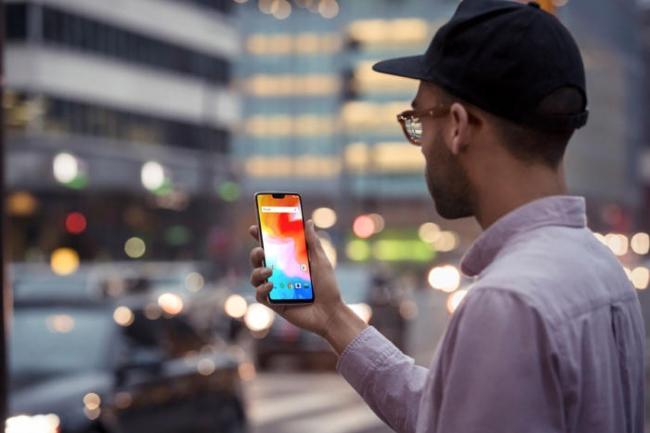 Le OnePlus 6 dispose d'une encoche et d'une reconnaissance faciale. (Crédit OnePlus)