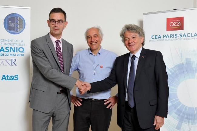 La nouvelle chaire Nasniq (Nouvelle architecture de spins nucléaires pour l'information quantique) a été inaugurée mardi 22 mai 2018  par, de gauche à droite, François Jacq (administrateur général du CEA), Daniel Estève (responsable du groupe Quantronique au SPEC du CEA-CNRS) et Thierry Breton, PDG d'Atos. (crédit : Atos)