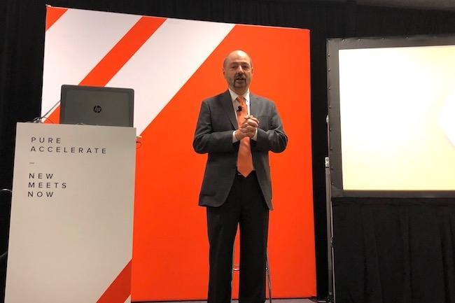 Charlie Giancarlo, CEO de Pure Storage, pousse à la modernisation des datacenters avec des ressources de stockage flash pour casser les silos historiques. (Crédit S.L.)