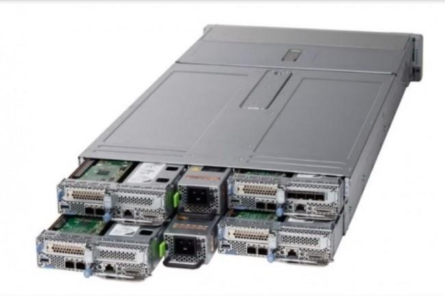 L'usage de la technologie AMD en multinode avec le châssis serveur UCS C4200, met directement Cisco en concurrence avec des constricteurs comme Dell et HP. (crédit : Cisco)