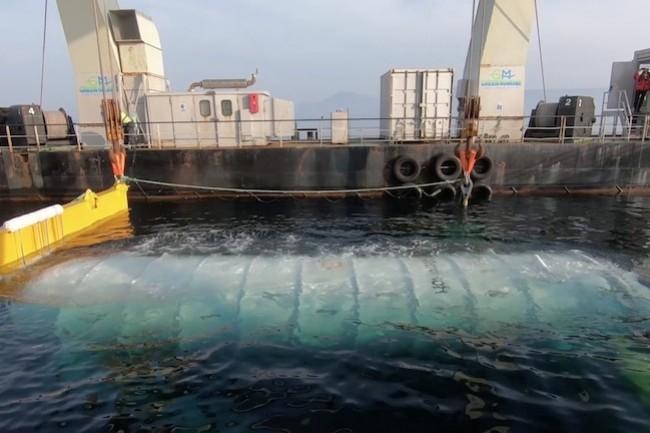 Immergé pour une durée de 5 ans et sous contrôle permanent, le datacenter sous-marin Natick de Microsoft a été posé au large de l'Ecosse.