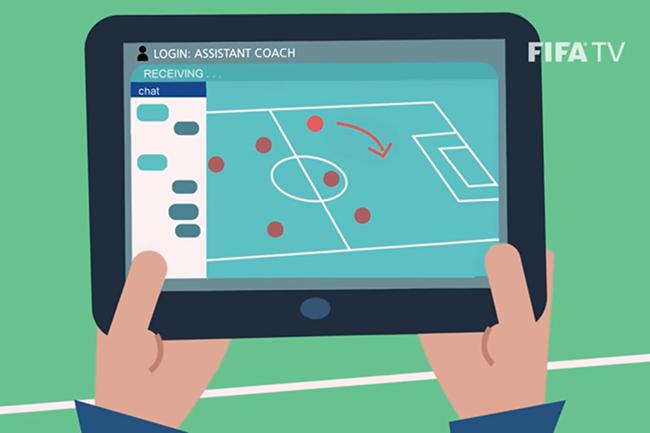 En plus du logiciel de captation de données du match en temps réel, la solution fournie par la FIFA aux équipes propose une messagerie instantanée pour permettre aux staff et analystes de communiqué pendant la rencontre. (Crédit : FIFA TV)
