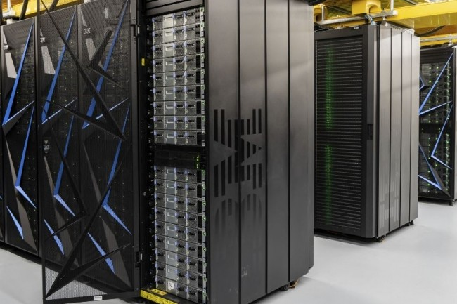 Summit, le superordinateur construit par IBM pour le Laboratoire national Oak Ridge du Département américain de l'énergie, a une performance maximale de 200 millions d'opérations flottantes par seconde. (crédit : Oak Ridge National Laboratory)