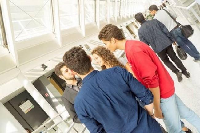 La formation proposée par les deux établissements membres du Pole Léonard de Vinci conduisent à l'obtention d'un titre de manager de la communication numérique de l'IIM et d'un diplôme de spécialisation de l'ESILV. (crédit : D.R.)